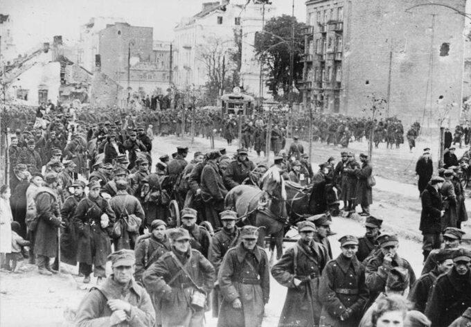 Wymarsz polskich żołnierzy zWarszawy doniewoli, 30 września 1939