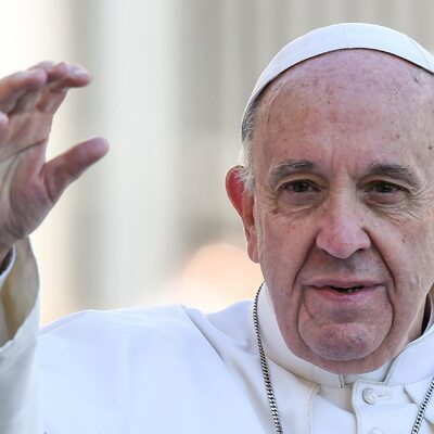 Papież wydalił dwóch biskupów ze stanu duchownego. Przyczyną...