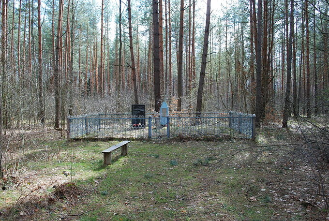 Zbiorowa mogiła Polaków zamordowanych wParośli.