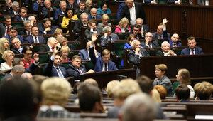 PiS na czele, SLD zamyka podium, Nowoczesna poza Sejmem [SONDAŻ]
