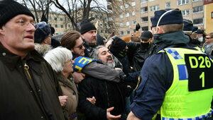 Demonstracja koronasceptyków w Sztokholmie. Ranny policjant trafił do...