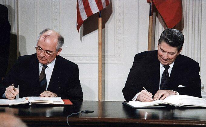 M. Gorbaczow iR. Reagan podpisaują traktat INF, 1987 rok