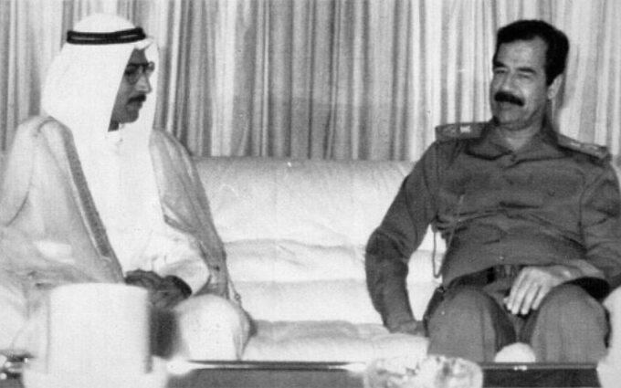 Saddam Husajn zpremierem marionetkowej Republiki Kuwejtu, Alą Husajnem Alim