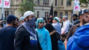 Berlin: Szokujący przemarsz muzułmanów przez metro. Setki okrzyków...
