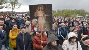 Święto ustanowione przez Jana Pawła II. Dzisiaj Niedziela Miłosierdzia...
