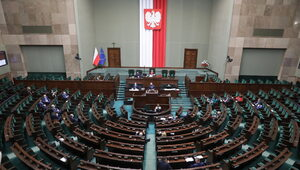 Sondaż: Nie ma mocnych na PiS. Partii Kaczyńskiego nie zaszkodzi nawet...