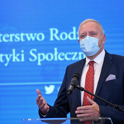 Dr Sutkowski: Restrykcje to odpowiedź na kpinę z państwa i prawa