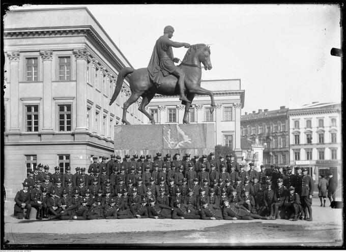 Pomnik księcia Józefa Poniatowskiego przed Pałacem Saskim, 1928r.
