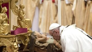 Franciszek: Bożonarodzeniowa choinka przypomina nam, że Jezus jest...