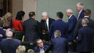 Maleje przewaga Zjednoczonej Prawicy nad KO. Tylko cztery formacje w Sejmie