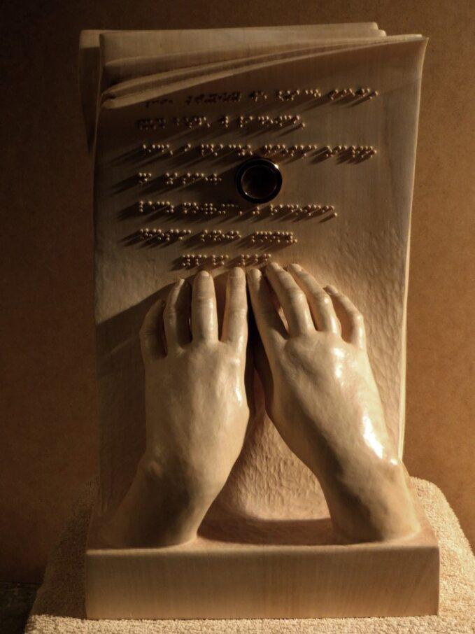 Relikwiarz Matki Elżbiety Czackiej. Rzeźbę wykonał Marek Szala