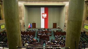 Najnowszy sondaż. Tylko cztery partie w Sejmie