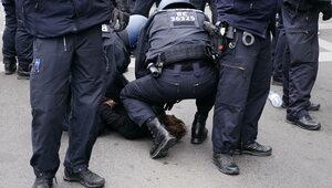 Niemcy: Zmarł mężczyzna zatrzymany na proteście koronasceptyków
