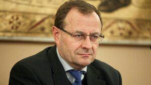 Prof. Dudek o odnalezionym archiwum SB: Takich prywatnych zbiorów może...