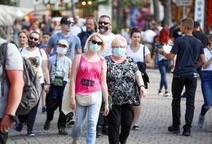Ilu Polaków zachorowało na COVID-19 po szczepieniu? MZ podało dane