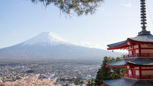 Japonia obawia się przeciążenia służby zdrowia. Do szpitali trafią tylko...