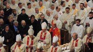 Ilu Polaków chodzi na niedzielne msze? Znamy najnowsze statystyki Kościoła