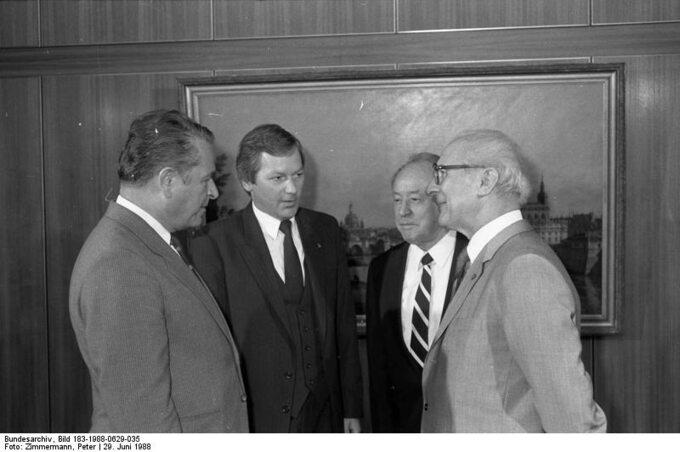 Czesław Kiszczak podczas spotkania zErchiem Honeckerem