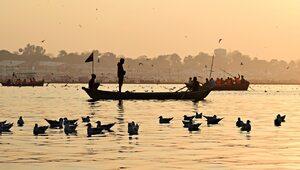 Makabra w Indiach. Rzeka wyrzuciła na brzeg dziesiątki ciał