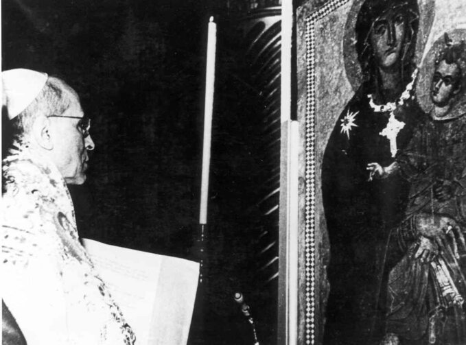 Pius XII podczas koronacji wizerunku Matki Boskiej Śnieżnej wBazylice Matki Bożej Większej, 1954r.