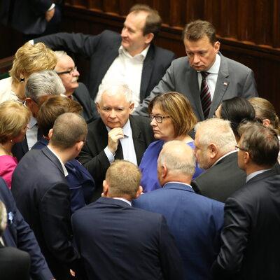 """""""DGP"""": Posłowie PiS dostali ostrzeżenie od Kaczyńskiego"""