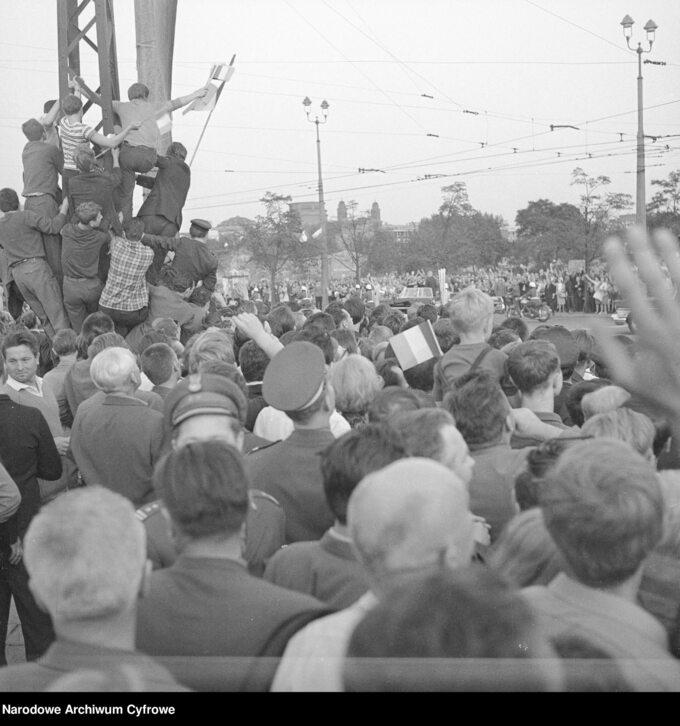 Tłumy wczasie wizyty Charlesa de Gaulle'a, 1967 rok