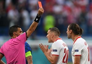 Krychowiak z czerwoną kartką. Polacy grają w dziesiątkę