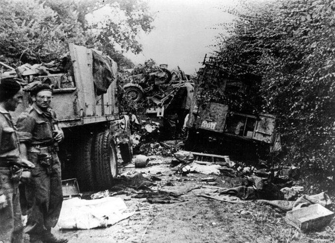 Niemiecka kolumna zniszczona przez Polaków podMont Ormel.