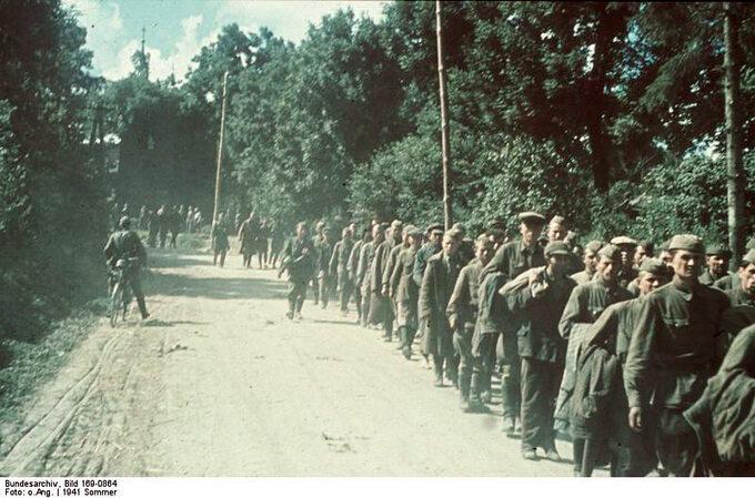 Kolumna jeńców sowieckich wokolicy Charkowa