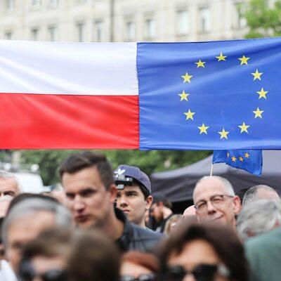 Większość Polaków: Prawo krajowe jest ważniejsze niż unijne