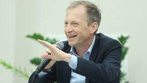 Dziennikarz TVN broni polityków opozycji. Nie reaguje na dowody