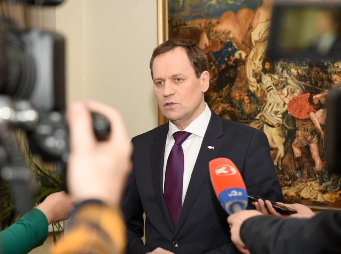 Lider AWPL-ZChR Waldemar Tomaszewski najednej zkonferencji prasowych
