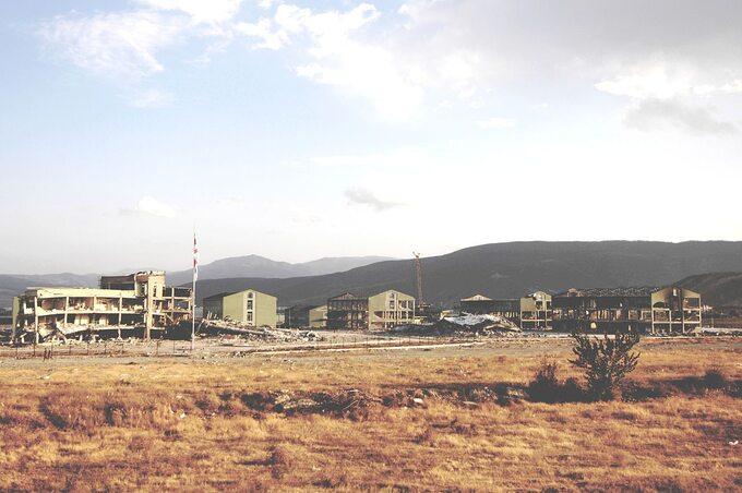 Zniszczona przez rosyjskie lotnictwo gruzińska baza wojskowa wGori