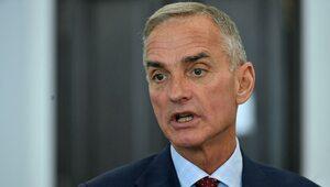 """""""Przeżywa fazę dużych turbulencji"""". Senator PiS szczerze o sytuacji w..."""