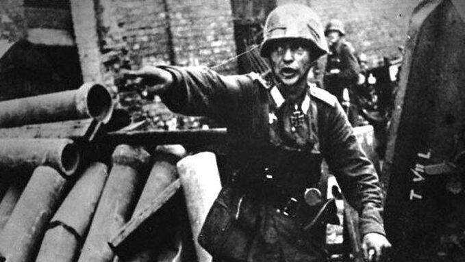 Niemiecki oficer wczasie powstania warszawskiego