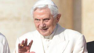 """""""Benedykt jest pełen radości życia"""". Sekretarz papieża-seniora odpowiada..."""