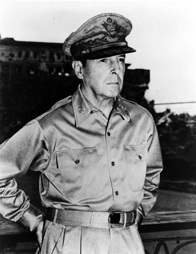 Generał Douglas MacArthur
