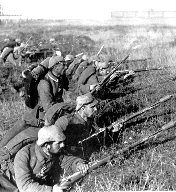 Niemieccy żołnierze wczasie bitwy nad Marną w1914r.