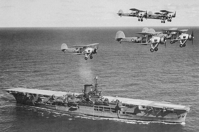 Brytyjski lotniskowiec Ark Royal ok. 1939r.