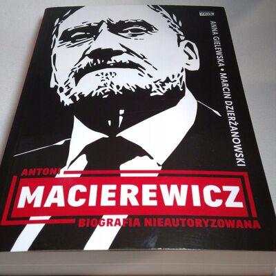 Książka tysiąca błędów. Cenckiewicz i Kozłowski wyliczają uchybienia w...