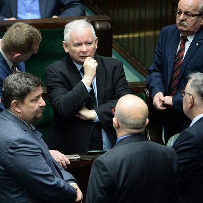 """""""Fakt"""": Kaczyński wyraził zgodę na zmiany w rządzie. Na liście głośne..."""
