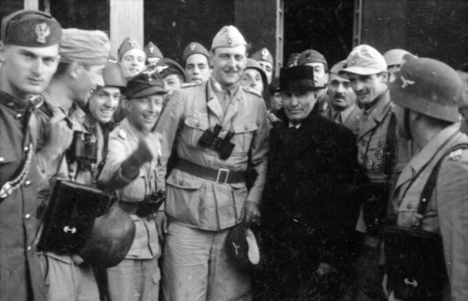 Otto Skorzeny i Benito Mussolini w 1943 r.