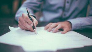 Kontrola tysięcy umów o dzieło. NFZ żąda składek na zdrowie