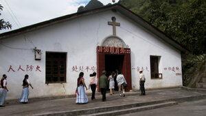 Chiny zaostrzają kurs wobec chrześcijan. Papież milczy