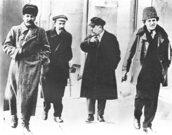 J. Stalin, A. Rykow, L. Kamieniew, G. Zinowiew. Zdjęcie z1925 roku