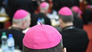 """""""By człowiek nie był traktowany jako narzędzie zysku"""". Apel biskupów na..."""