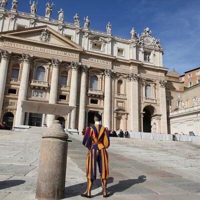 Wyciek poufnych danych w Watykanie. Dowódca żandarmerii rezygnuje ze służby