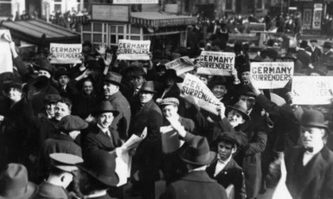 """Nowy Jork. Amerykanie świętują """"fałszywy dzień rozejmu"""" 7 listopada 1918 roku"""