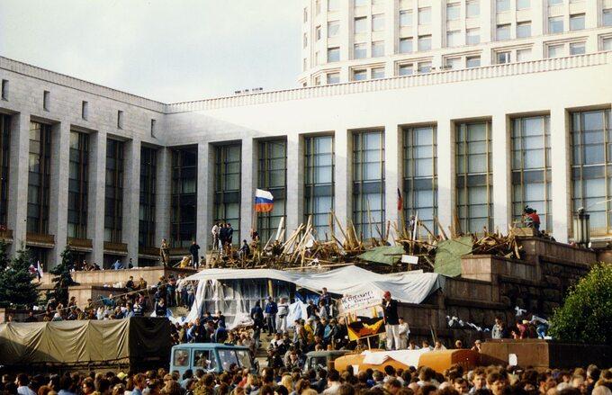 Protesty przed Białym Domem wMoskwie, sierpień 1990