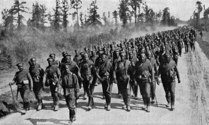 Rosyjscy żołnierze wmarszu